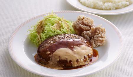 ジョイフル 水曜日の日替わりランチ「ゴマだれハンバーグ&若鶏の唐揚げ」