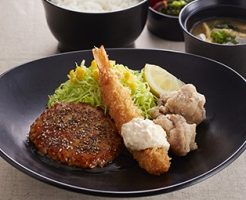 ジョイフル日替わり昼膳月曜日「ミニペッパーハンバーグ&エビフライ&若鶏の唐揚げ膳」