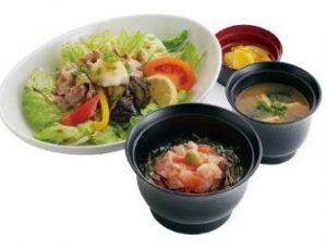 ジョイフル 4種の海鮮丼と牛焼肉サラダ