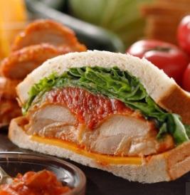 スタバのフード「チキン&トマトサンドイッチ」