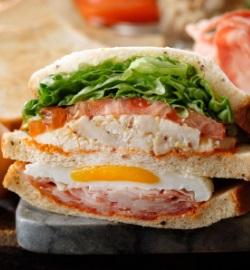 スタバのフード「クラブハウスサンドイッチ」