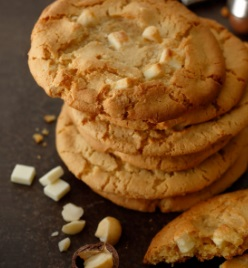 スタバのフード「ホワイトチョコレートマカダミアクッキー」