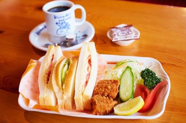コメダ珈琲ランチプレート 「たまとまレタスサンド+新鮮サラダ+コメチキ2個」