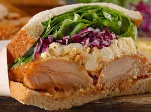 スタバ「グレイビーチキン&エッグサンドイッチ」