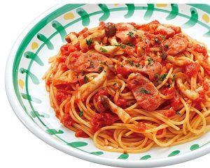 ジョリーパスタの日替わりランチ火曜日「しめじ・ベーコン・ソーセージのトマトソース」